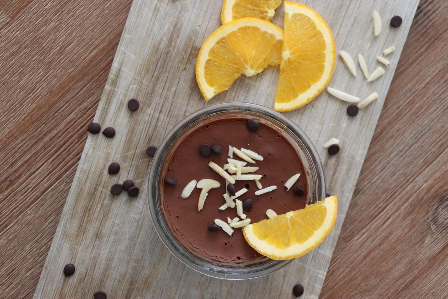 Mousse au Chocolat mit Orangenscheiben