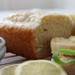 Zitronenkuchen mit Zitronenscheiben